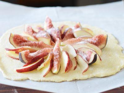 Fig-peach-tart-raw
